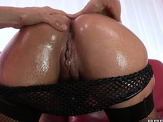 Liza Del Sierra teases her agreeable french buns which just goes to show the French have the majority awesome anal treats on the globe. Erik stops in with some oil and gets her butt all wet previous to plunging his hard dick unfathomable inside. Liza finishes with the majority good treat of all: an anal creampie!